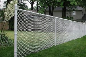 spokane-chain-link-fence-installation-on-side-of-residential-home