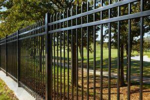 spokane-metal-fence-installation-around-golf-course